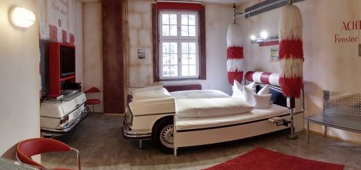 V8Hotel - Themenzimmer Waschanlage, CarWash. V8 Hotel im Meilenwerk Stuttgart auf dem Flugfeld Boeblingen.