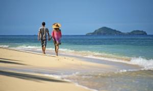 Strandspaziergang_Fiji_Tourism