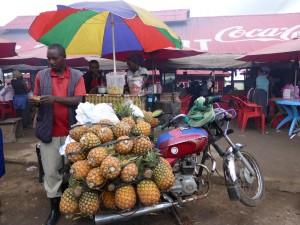 MarktUganda_Karawane_HeikeSchmied