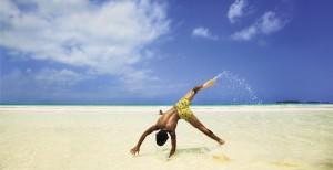 beachkid_cartwheel_cayococo_Karawane