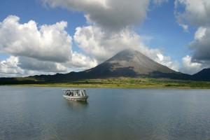 Arenal und See