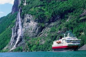 Polarlys_Geirangerfjord.jpg